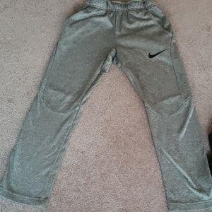 Boys Nike pants size med.